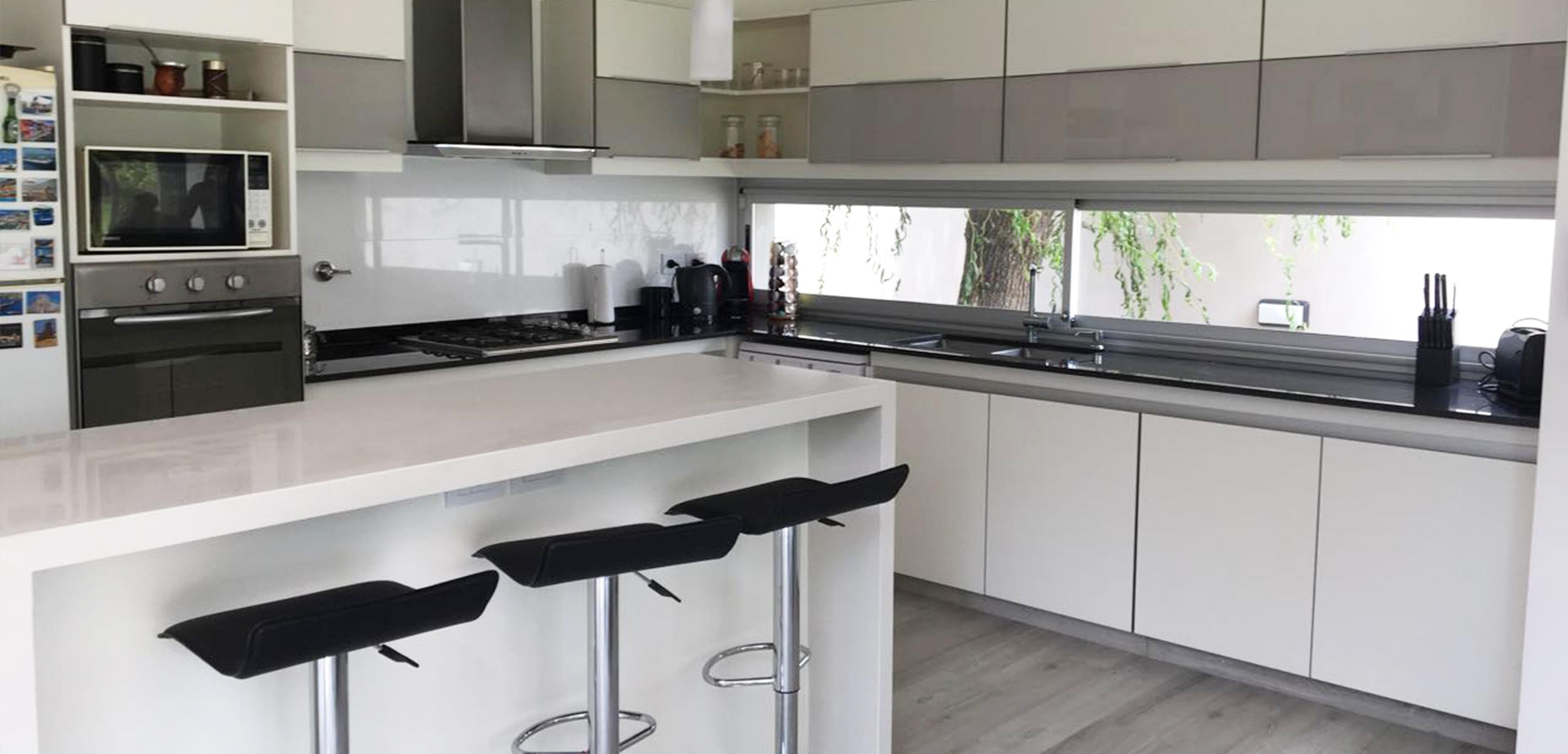Iacobellis amoblamientos aberturas cocinas pisos sillas for Ver amoblamientos de cocina